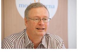 -- Om de inte kan göra affärer, som vi sett den senaste tiden, kommer det att kosta, säger Mikael Rosén (M) om majoritetes VM-satsning.