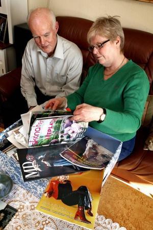Lars och Eva Ernman har lådvis med bilder, tidningar och urklipp från framträdanden, recensioner och intervjuer hemma i villan på Ekostigen. Deras Malena är en världskändis. Hon är inte hemma i Sandviken så ofta numera, men mamma och pappa brukar ofta följa med på resor och ta hand om barnbarnen.