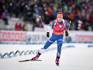 Söndagens segrare i damernas jaktstart dundrar fram; Gabriela Koukolova, tidigare Soukolova. Tjeckiskan passerade Dorin Habert och Kaisa Mäkäräinen.