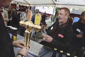 På festivalen är det ofta bryggarna och ägarna själva som serverar ölet. Robert Bush är en av 22 utställare.