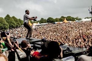 Roskilde är en av de festivaler man kan resa till utan att bränna allt för mycket pengar.