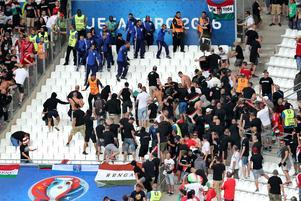 Det var oroligt på läktarna inför matchen när ungerska fans drabbade samman med polisen.