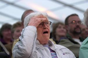 En förundrad publik såg Alice Babs sjunga, trots att hon hade lagt av.