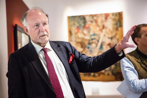 Nationalmuseums chef för samlingarna, Magnus Olausson, var på plats och visade utställningen.