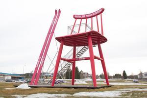 Den stora stolen är en av anledningarna till att Al Pitcher blev nyfiken på att besöka Edsbyn.