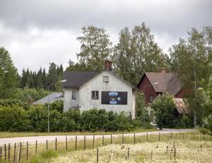 Mc-klubben Side by side i Årsunda har börjat patrullera byn nattetid eftersom flera privatpersoner och företag drabbats av stölder och inbrott. Klubbens samlingslokal ligger på Främlingshemsvägen i Årsunda.