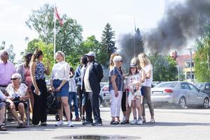Vissa såg inte bara till att göra en ordentlig entré, utan passade även på att bränna lite däck på vägen därifrån.