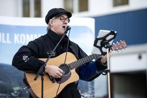Jörgen Åslund stod för dagens musikaliska insats.