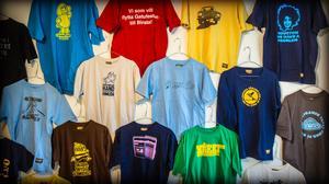 Del av T-shirtvägg på Örnsköldsviks museum och konsthall.