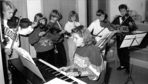 Elever från Bergs musikskola invigde en ny banklokal 1991. Spelade gjorde Torbjörn Isberg, Jenny Isberg, Elin Knuting, Lena Nilsson, Erika Ledin, Isak Linck och Magnus Adolfsson.