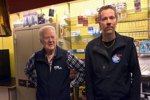 Utförsäljningen har gjort det lite glesare i hyllorna för Sven-Erik och Patrik Högberg.