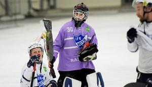 Anton Svensson var matchen lirare i Rättvik när det blev kryss (3–3) i den allsvenska hemmapremiären mot Tellus, på läktaren satt en nöjd pappa.