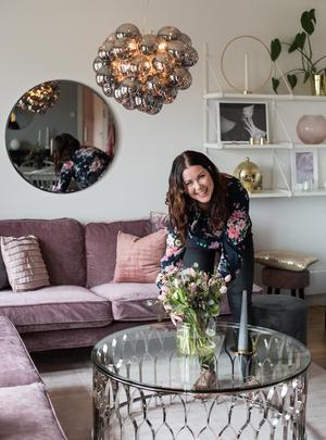 Vardagsrummet ser nästan aldrig likadant ut från vecka till vecka. Malin möblerar om och fotograferar till sitt Instagramkonto.
