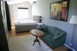 Varje rum har sin prägel med färger och möbler.