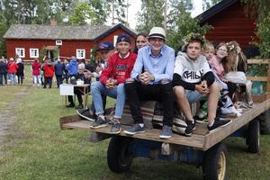 Barn i väntan på att få åka traktor vid Öja hembygdsgård. Från vänster: Adam Söderlund, Ludvig Carlsson, Tellan Andersson, William Ericsson och Linus Ericsson.