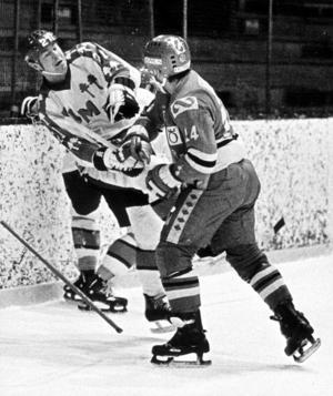 Mike Amodeo proppar Timrås Håkan Pettersson.