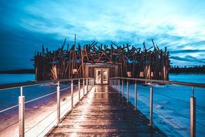 Arctic bath i Harads Luleå. Arkitekten Bertil Harström bor i Sundsvall och har tillsammans med kollegan Johan Kauppi ritat Spahotellet och de sex tillhörande hotellrummen som flyter på älven. Det finns ytterligare några hotellbyggnader på land och de är inte ritade av Bertil eller Johan. Foto: Daniel Holmgren.