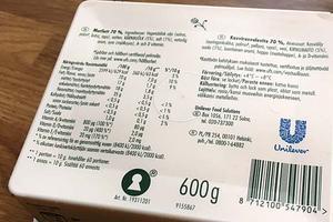 På baksidan av Floras paket finns en innehållsförteckning. Foto: Privat