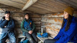 I Njaarke sameby har man börjat prata mer om psykisk ohälsa. Och det är mycket tack vare Majas och hennes gudfars öppenhet. Till vänster Thomas Fjällberg, i mitten Pär Nilsson och till höger Maja Mörtell.