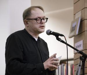 Erik Wikström läste korta dikter på enbart tio sekunder, från sina tre diktsamlingar.