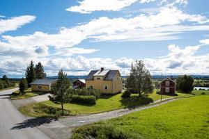 Det gula bostadshuset är på 104 kvadratmeter. Foto: Svensk Fastighetsförmedling