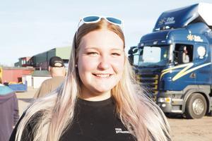 Yrkesförare är en eftertraktad kategori på arbetsmarknaden. Amelia Gunnarsson går sista året på Vreta och har jobb på gång efter studenten.