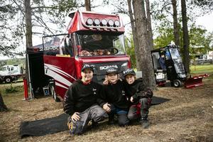 Unga lastbilsägare från Kramfors. Max Sjölén, Putte Näslund och Elliot Larsson (fjärde delägaren Elias Vikström saknades). De visade upp ett hemmabygge som verkligen imponerade.
