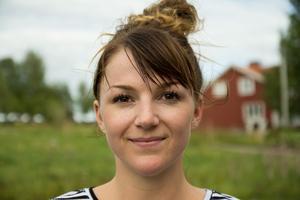 Josefine Olsson leder en danskurs för unga under veckan. Till vardags undervisar hon på Dancehall i Östersund och på Bergs kulturskola.