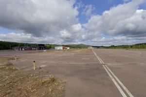 Ny asfalt och nya linjer, sedan kan mindre flygplan åter landa i Idre.