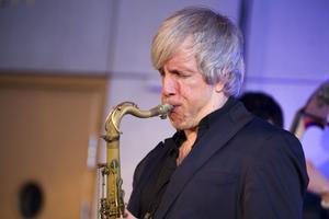 Ett sånt fullblodsproffs! Grant Stewart från Kanada, numera boende i New York, imponerade stort med din tenorsax.