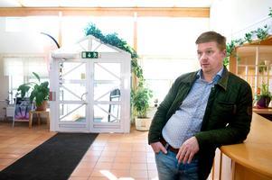 Joakim Persson tror det ska gå att genomföra simskolan som är inbokad kommande veckor, men att det också blir den sista