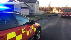På måndagseftermiddagen började det brinna i en lägenhet i Barkarö efter att de boende glömt ett tänt ljus på vardagsrumsbordet.