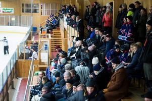 512 personer hade letat sig till Ånäshallen under måndagskvällen.