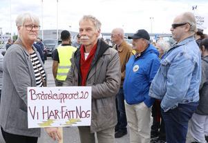 Åse Scattred och Johnny Helj åkte från Karlskoga till Eurostop i Örebro, för att delta i demonstrationen.
