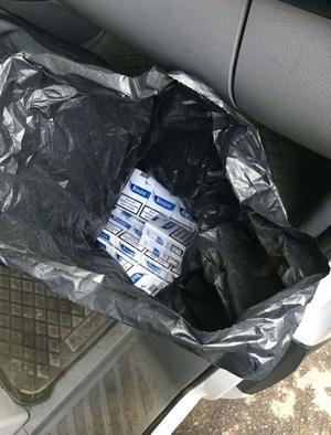 I bilen fanns olaglig tobak. Bild: Polisens förundersökning.