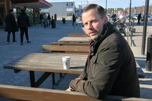 Daniel Kvist vill göra Erikslunds handelsområde trivsammare och hoppas bland annat att kommunen gallrar sina grönområden och sköter städning bättre. Bland idéerna finns lekpark, skidspår och isbana.