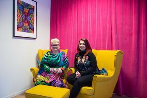 Amanda Lindqvist Och Zanna Tjärnströmsyr färgsprakande kläder för alla kroppar där företaget har en tydlig miljöprofil.