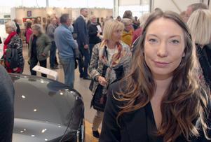 Felicia Casselbrant är projektledare för CarArt Biennalen 2018. Hon gillar kombinationen av konst mitt i en kommersiell miljö.