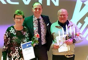 Lisbeth Gråbo och P-O Bergman fick ta emot utmärkelsen