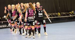 Lovisa Bjurell jublar tillsammans med laget efter ett mål i premiärsegern mot Bele Barkarby i september. Sedan dess har laget vunnit ytterligare 12 allsvenska matcher och bara förlorat en.