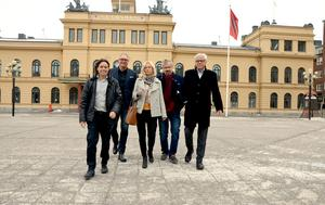Styrelseledamöterna i Stadsutvecklingsbolaget försvarar sig mot kritiken.
