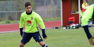 Den förra ungdomslandslagsspelaren Elias Durmaz stod för en bra insats mot Mjällby, men det räckte inte och Syrianska förlorade med 2-0.