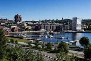 Stadscampingens har ett mycket bra läge, direkt vid fjärden och mycket centralt.