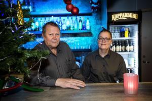 Nilsolof Nilsson och Rose-Marie Strömqvist gillar att få jobba med Hola Folkhögskola. De hade dock hoppats på fler gäster under de två kvällarna.