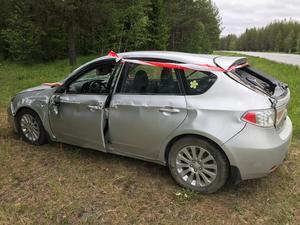 När räddningstjänten kom flyttades bilen bort från vägbanan.