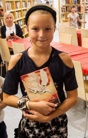 Ebba Eriksson Ek var en av dem som passade på att skaffa en av Ylva Hällens böcker.