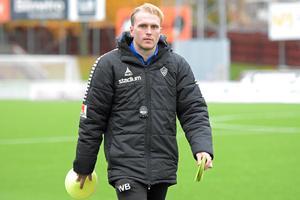 William Bergendahl, assisterande tränare i IK Brage, fick leda laget mot Jönköping när Klebér Saarenpää inte fick lov att sitta på bänken efter att ha blivit uppvisad på läktaren mot Trelleborg för två veckor sedan.