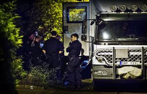 Gullbovägen i Tillberga spärrades av på onsdagskvällen efter att ett misstänkt föremål hittats i en bostad.