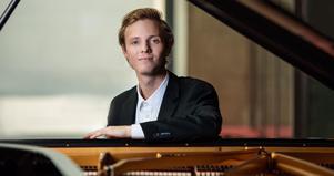 Pianisten Filip Michalak har med sig sju unga musiker från hela Europa. De ger sammanlagt sex konserter på fyra dagar. foto: privat