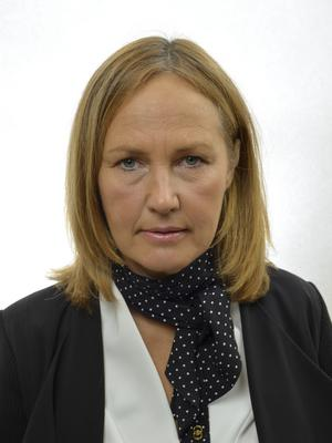 Juno Blom (L).
